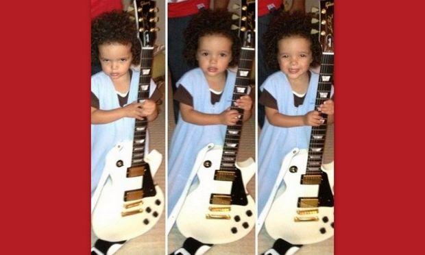 Γεννημένος rock star: Ποιας διάσημης τραγουδίστριας γιος είναι ο μπόμπιρας της φωτογραφίας;