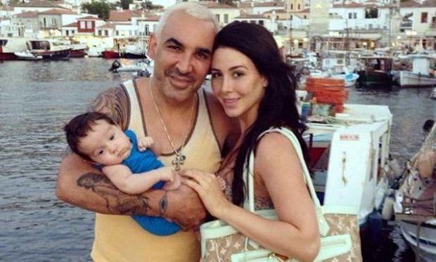 Οι ελληνικές διακοπές του Άλκη Δαυίδ με τον μόλις δύο μηνών γιο του και τη σύζυγό του!