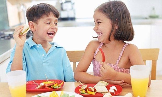 «Πώς θα επαναφέρω το παιδί μου σε ισορροπημένη διατροφή μετά το καλοκαίρι;»