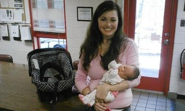 Άνδρες της πυροσβεστικής βοήθησαν νεαρή γυναίκα να γεννήσει στο σπίτι της!