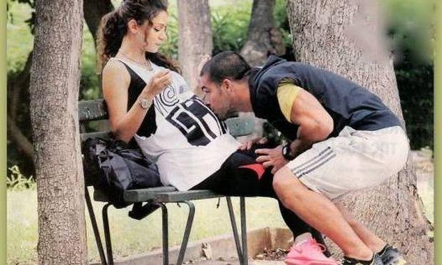 Νίκος Αναδιώτης: Φιλάει τρυφερά την κοιλίτσα της συζύγου του