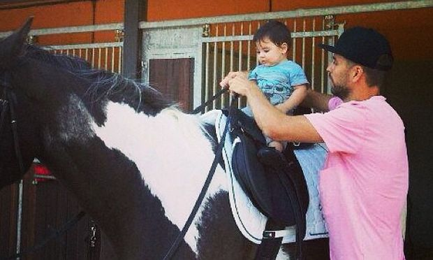 Μαθήματα ιππασίας για τον μικρό Πικέ!