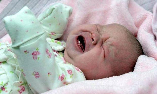 Μωρό γεννήθηκε με δύο δόντια και η μαμά του δεν θα το θηλάσει! (φωτογραφίες)