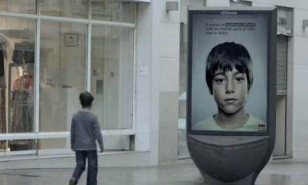 Βίντεο: Το κρυφό μήνυμα διαφήμισης που μόνο τα παιδιά μπορούν να δουν!