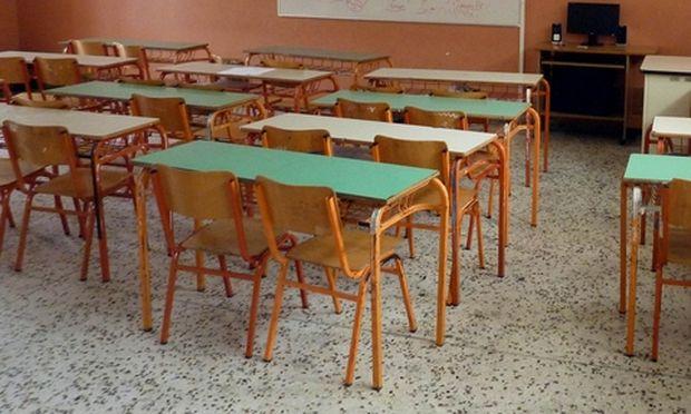 Οργισμένοι γονείς μαθητών: «Nα μην αφήσουμε τους φασίστες να ποτίσουν τις ψυχές των παιδιών μας με το δηλητήριο του φασισμού»