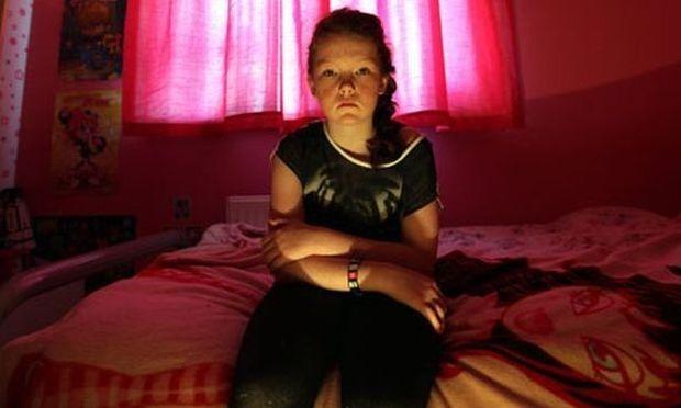 Απίστευτο! Κορίτσι αλλεργικό στο φως!