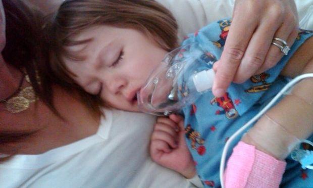 Κοριτσάκι 6 ετών κάνει χρήση μαριχουάνας με συνταγή γιατρού!