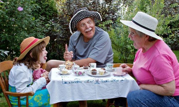 Γιατί ο ρόλος του παππού και της γιαγιάς είναι «θησαυρός» μέσα στην οικογένεια;