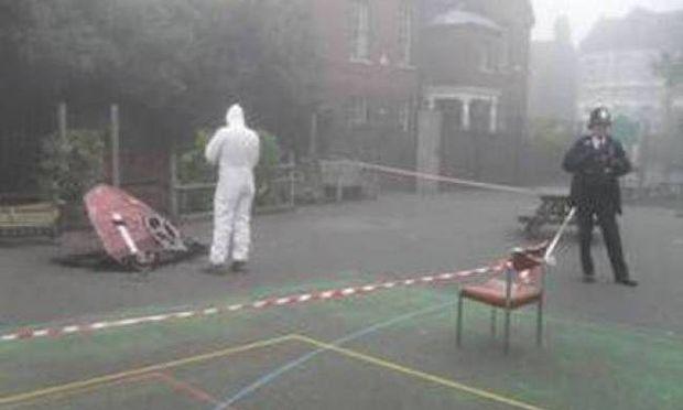 Σοκ έπαθαν μαθητές όταν ένα UFO έπεσε στην αυλή του σχολείου τους