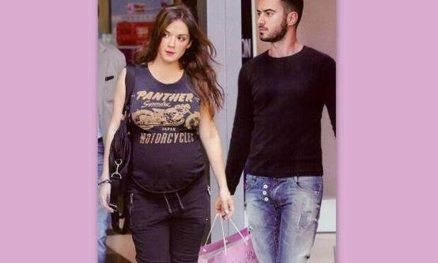 Η Βάσω Λασκαράκη ένα μήνα πριν γεννήσει κάνει τα ψώνια με τον Τσιμιτσέλη για το μωρό τους
