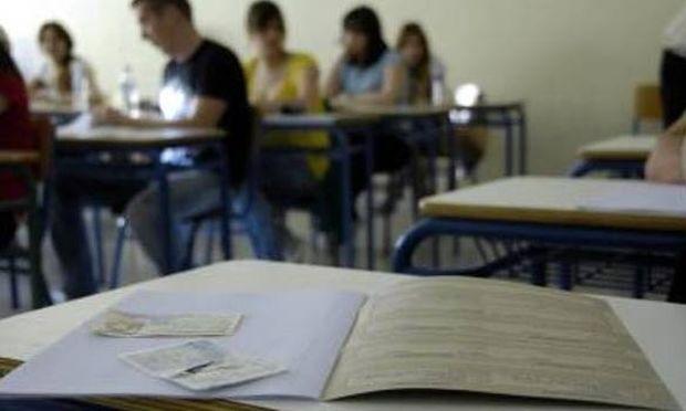 Πανελλαδικές: Θα μηδενίζεται το γραπτό αν ο μαθητής έχει κινητό μαζί του!