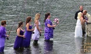 Πρωτότυπο! Γαμπρός διάλεξε το θέμα του γάμου και το μυστήριο έγινε σε… λίμνη!