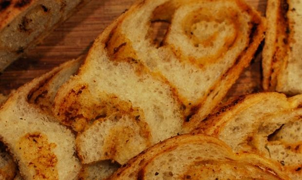 Συνταγή για υπέροχα ψωμάκια με πάπρικα!