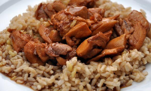 Συνταγή για το πιο νόστιμο κοτόπουλο με ρύζι στον φούρνο!