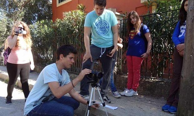 Στην κορυφή της Ευρώπης Ελληνες μαθητές για την αντιρατσιστική μικρού μήκους ταινία τους (βίντεο)
