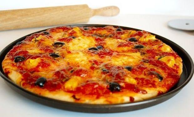 Συνταγή για πανεύκολη και πεντανόστιμη πίτσα!
