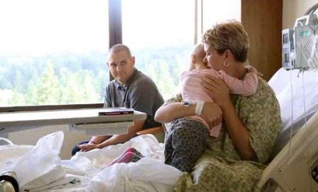 Μητέρα και κόρη καταπολεμούν μαζί τον καρκίνο