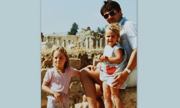 Ποιες είναι οι… μικρές πριγκίπισσες της φωτογραφίας μαζί με τον μπαμπά τους;