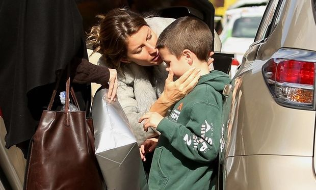 Η Ζιζέλ αγαπάει τον θετό της γιο το ίδιο με τα βιολογικά παιδιά της!