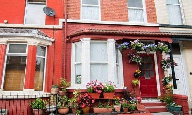 Πουλήθηκε 524.000 ευρώ το σπίτι που έζησε ο Τζον Λένον μέχρι τα πέντε του χρόνια (εικόνες, βίντεο)