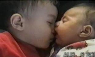 Απολαυστικό: Χρησιμοποιεί τη μύτη του αδελφού της για… πιπίλα (βίντεο)
