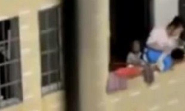 Μαμά σεξ με τον γιο βίντεο λήψη
