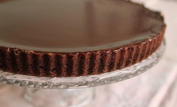 Συνταγή για την πιο εύκολη λαχταριστή τάρτα σοκολάτας!