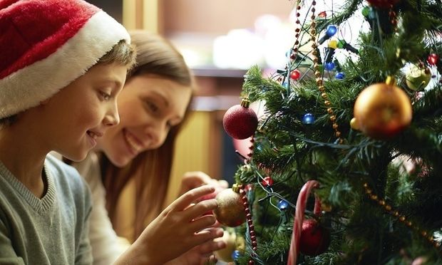 Στολισμός δέντρου μαζί με τα παιδιά μας! Τι πρέπει να προσέξουμε