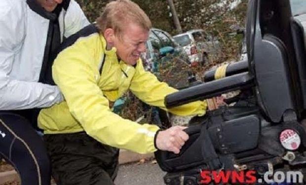 Η δύναμη ψυχής τον βοήθησε να περπατήσει! Οι γιατροί δεν του έδιναν καμία ελπίδα (εικόνες)