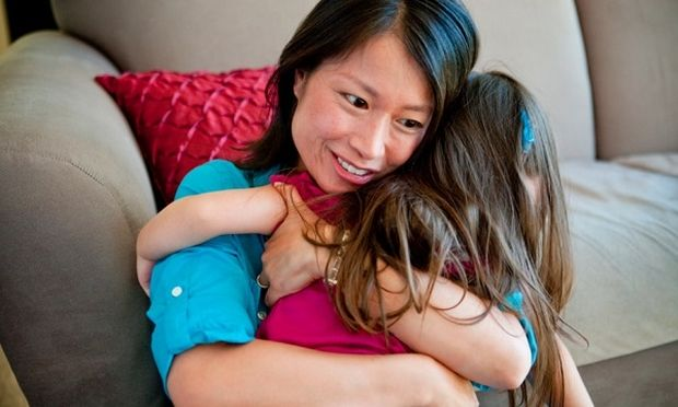 Μια αγκαλιά έχει μεγάλη σημασία για τα παιδιά