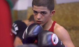 Ενα μεγάλος πρωταθλητής kickboxing και πολεμικών τεχνών, γεννιέται (βίντεο)