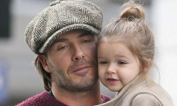 Τι λατρεία είναι αυτή; Ο Ντέιβιντ Μπέκαμ αγκαλιά με την κόρη του!