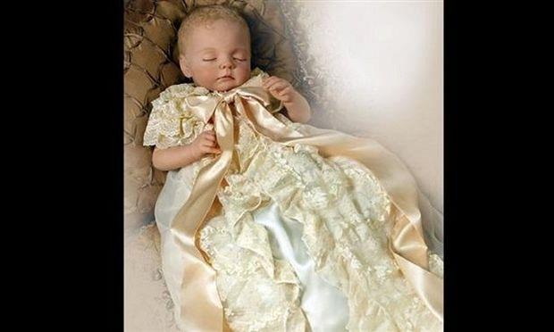 Το πριγκιπικό μωρό τώρα και σε κούκλα! Πωλείται προς 150 ευρώ! (εικόνες)