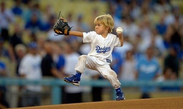 Το μεγάλο ταλέντο του μπέιζμπολ είναι μόλις τριών ετών και το ανακάλυψε ο... (βίντεο)