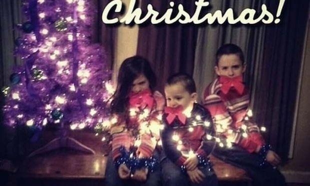 Δείτε οικογενειακές Χριστουγεννιάτικες φωτογραφίες για γέλια και για κλάματα!