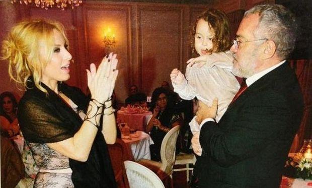 Aυτή είναι η μικρή Ηλέκτρα, η κόρη της Πέγκυς Ζήνα και του Γιώργου Λύρα (φωτογραφίες)