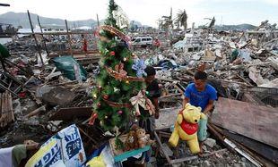 Φιλιππίνες: Χριστούγεννα μέσα στα συντρίμμια (εικόνες)