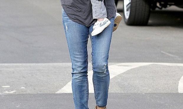 Ποια πασίγνωστη ηθοποιός έχασε όλα τα κιλά της εγκυμοσύνης της! (εικόνες)