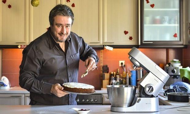 Συνταγή για ένα μεγάλο, λαχταριστό και γιορτινό κέικ από τον Γιώργο Γεράρδο!
