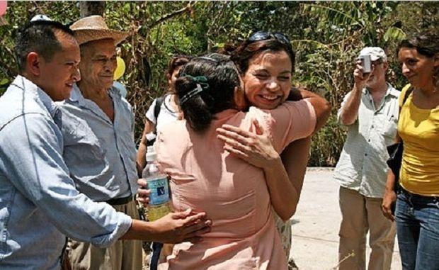 Η συγκλονιστική ιστορία μάνας και κόρης που αντάμωσαν ξανά μετά από 30 χρόνια! (εικόνες)