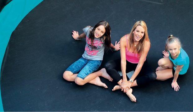 «Ετσι ξαφνικά!», οι προσωπικές σκέψεις της Αννίτας Ναθαναήλ βλέποντας τις έφηβες κόρες της να μεγαλώνουν...