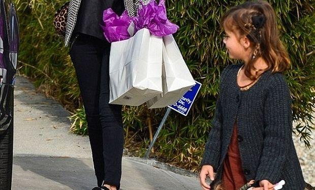 Χριστουγεννιάτικες αγορές με αέρα Χόλιγουντ για μαμά και κόρη! (εικόνες)
