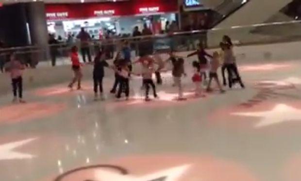 Ενα «παγωμένο» Χριστουγεννιάτικο χορευτικό με πρωταγωνιστές μικρά παιδιά! (βίντεο)