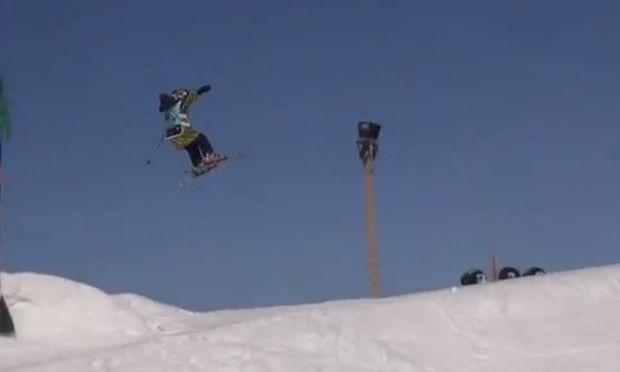 Το εφτάχρονο ταλέντο του σκι που εντυπωσιάζει με τα άλματά του (βίντεο)