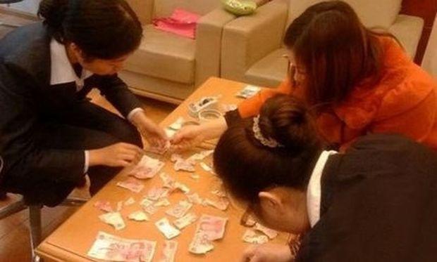 Εγκεφαλικό! Τετράχρονο αγοράκι έσκισε 5.000 ευρώ που είχαν φυλαγμένα οι γονείς του