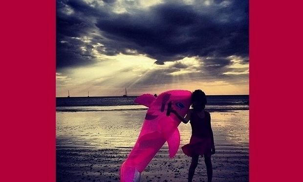 Ποια διάσημη Ελληνίδα παρουσιάστρια κάνει διακοπές με την κόρη της στη Ταϋλάνδη; (εικόνες)