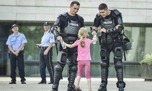 Παιδιά ενάντια στη βία: Οταν η φωτογραφία «πάγωσε» τη στιγμή (εικόνες)
