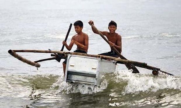 Εφηβοι στις Φιλιππίνες: Οταν η ανάγκη για επιβίωση γεννάει «πατέντες»! (εικόνες)