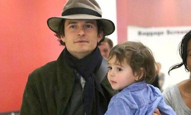 Μαντέψτε που έβαλε ο Ορλάντο Μπλουμ το γιο του για να κάνει βόλτα! (εικόνες)
