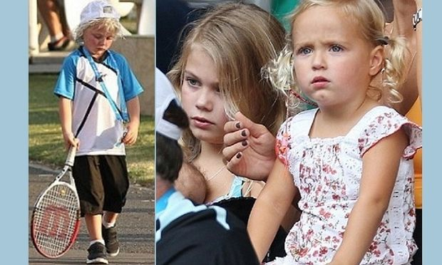 Τα πανέμορφα παιδιά του πήγαν στο γήπεδο να του φέρουν γούρι αλλά δεν τα κατάφεραν! (εικόνες)
